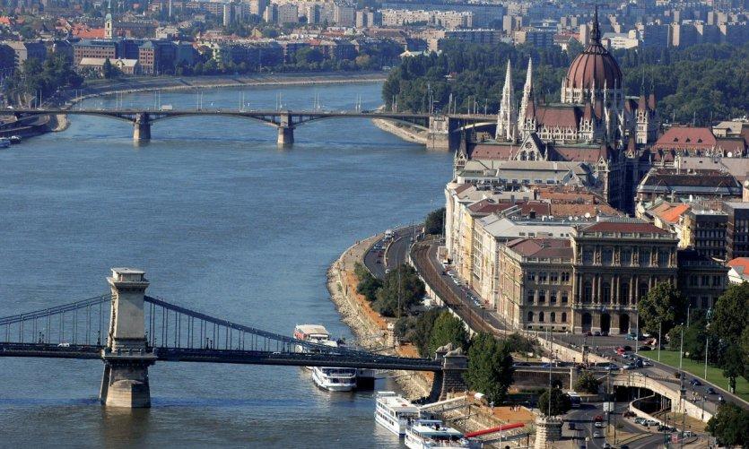 Le Danube, le pont des Chaînes et le Parlement.