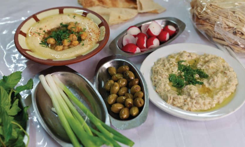 Mezzés of traditional Lebanese dishes