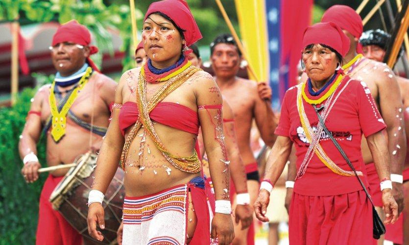 Parade des populations autochtones lors de la fête de l'Indépendance.