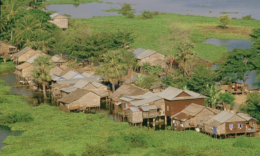 Habitations sur le Tonlé Sap.