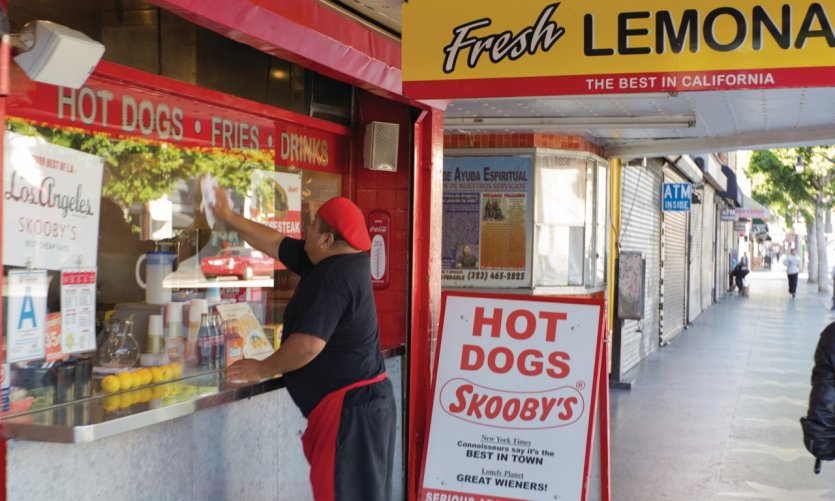 Vendeur de hot-dogs sur Hollywood Boulevard.
