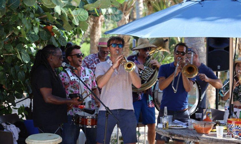 Bonne humeur assurée avec le Bitin Brass Band