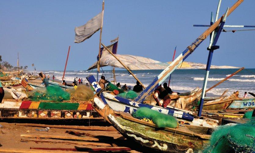 Bateaux de pêcheurs sur le littoral.