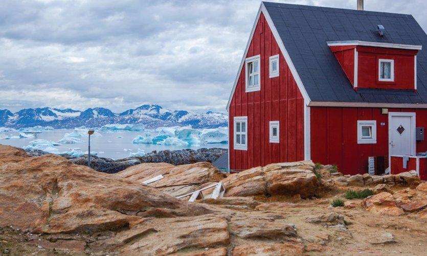 Tiniteqilaq, village typique à l'est du Groenland.