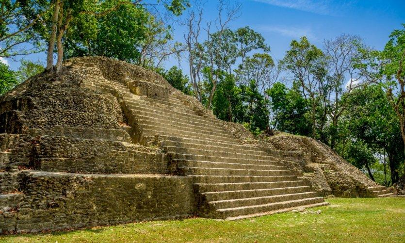 Les ruines mayas de Cahal Pech.