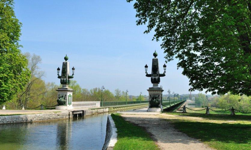 Le canal de Briare est un des plus anciens canaux de France.