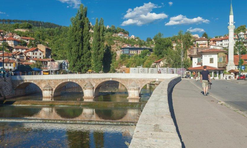 Sarajevo, pont sur la rivière Miljacka.