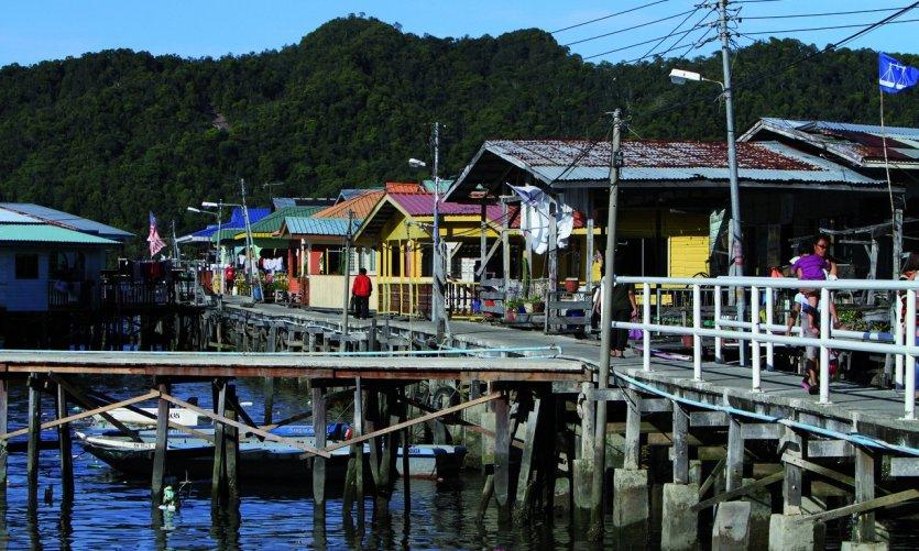 Quartier d'habitations sur l'eau de Kampung Buli Sim