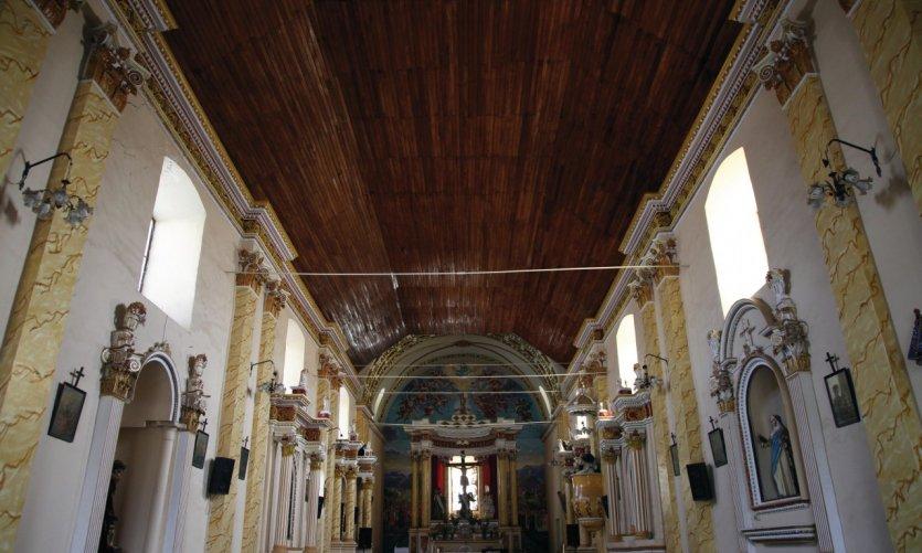 <p>Interior de la iglesia de Quillacollo, Cochabamba.</p>