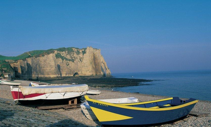 Barques sur la plage d'Etretat