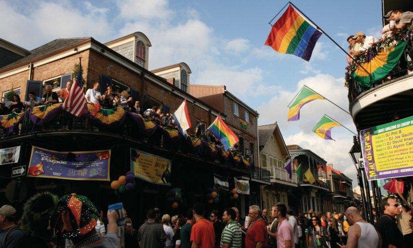 Les gays s'affichent fièrement sur Bourbon Street.