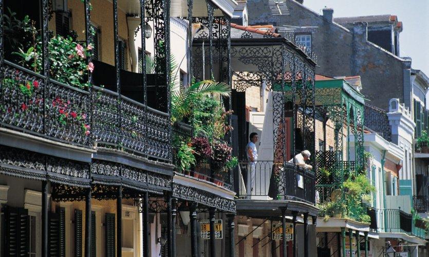 Balcons et façades de maisons de La Nouvelle-Orléans.