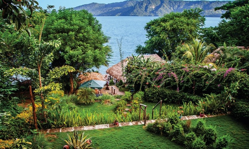 <p>Vue sur la Laguna del Apoyo depuis l'hostel Paradiso.</p>