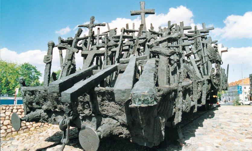 <p>Monumento a los deportados.</p>
