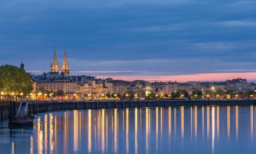 Panorama des quais de Bordeaux.