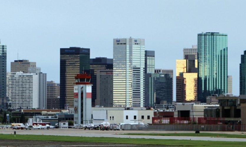 <p>Skyline de Edmonton vista del aeropuerto del centro de Edmonton.</p>