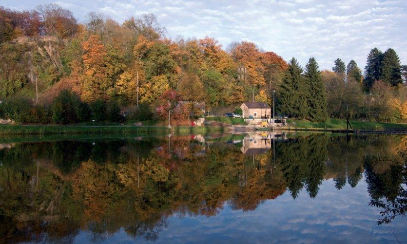 Couleurs d'automne sur la Meuse, barrage de Montcy
