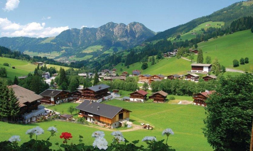 Paysage du Tyrol autrichien - Village d'Alpbach.