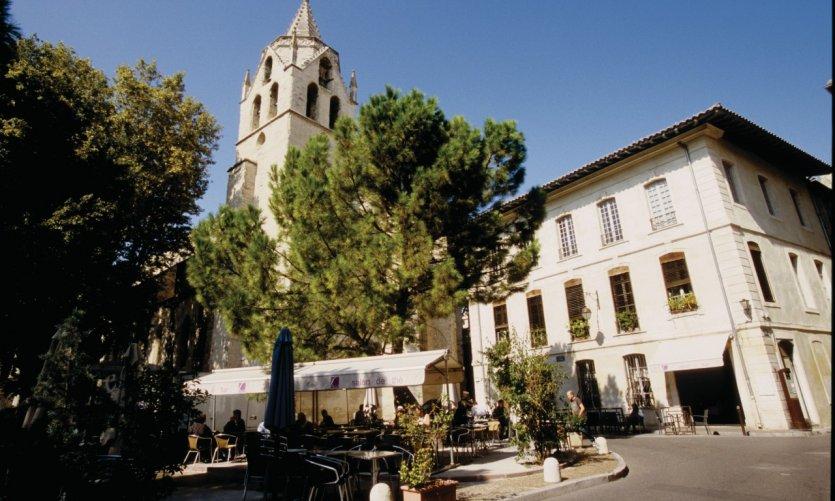 L'église Saint-Martial et le square Agricol Perdiguier