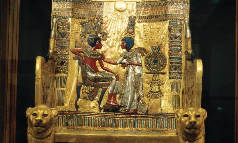 Trésor de Toutankhamon au Musée égyptien du Caire: le trône.
