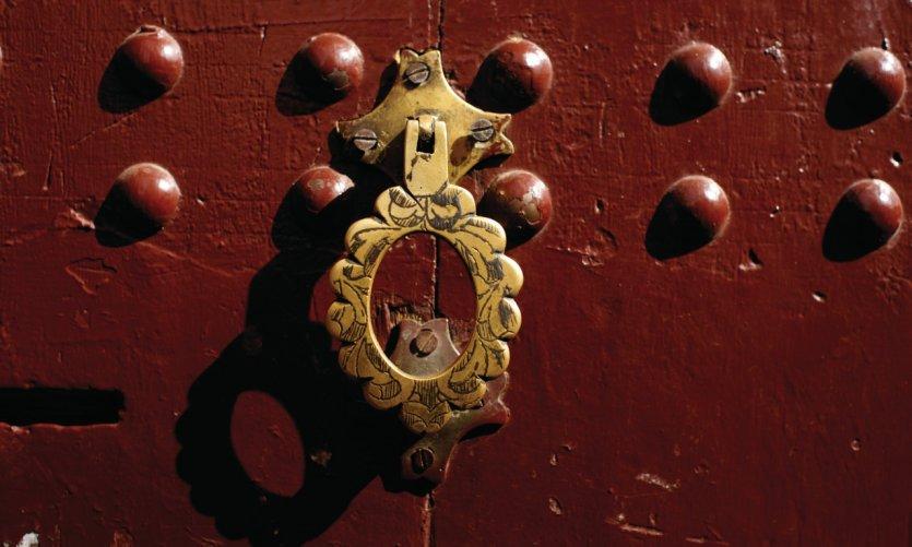 Détail d'une porte traditionnelle de la médina.