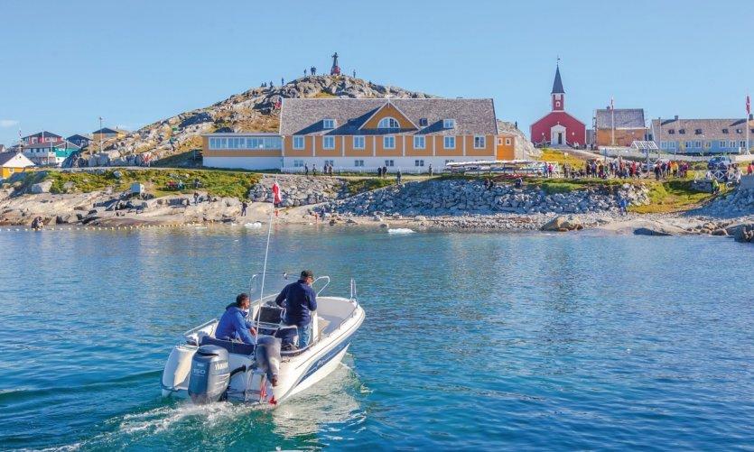Les chasseurs ramènent le phoque lors de la fête nationale à Nuuk.