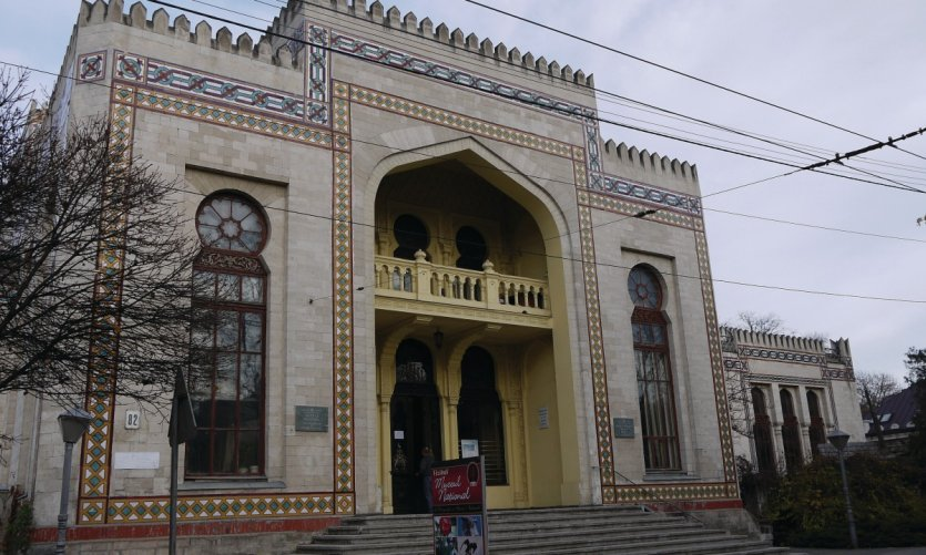 Façade mauresque du musée national d'ethnographie et d'histoire naturelle de Chişinău.