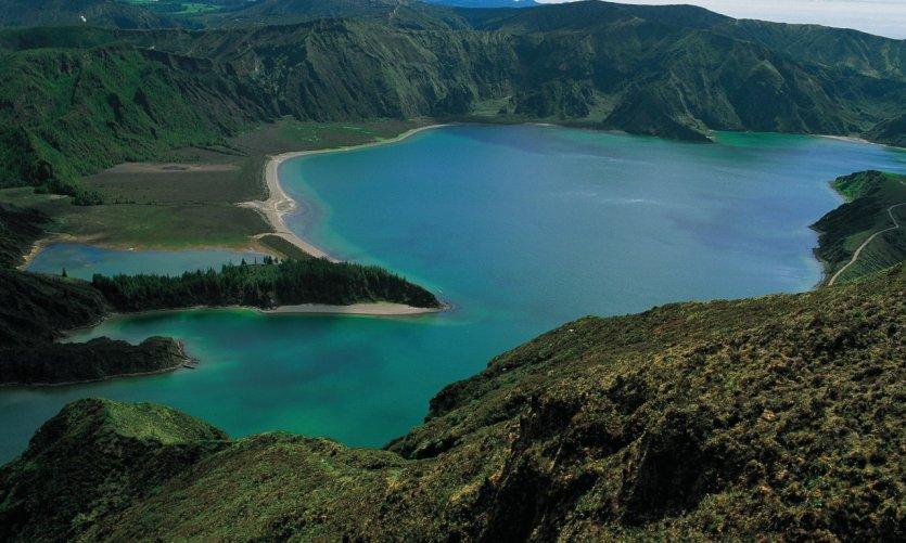 <p>Lagoa do Fogo.</p>