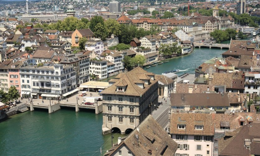 Zurich guide touristique petit fut for Piscine zurich