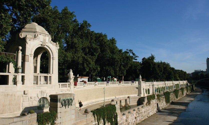 Quais du Danube.