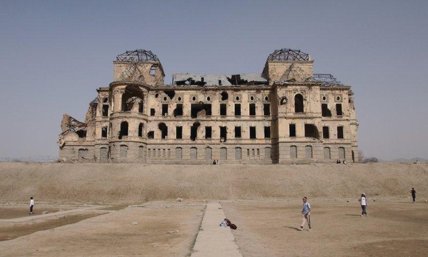 L'impressionnant palais de Darulaman porte les marques de près de trois décennies de guerre.