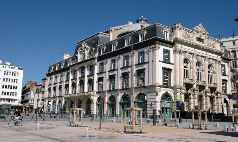 Clermont ferrand guide touristique petit fut - Garage land rover clermont ferrand ...