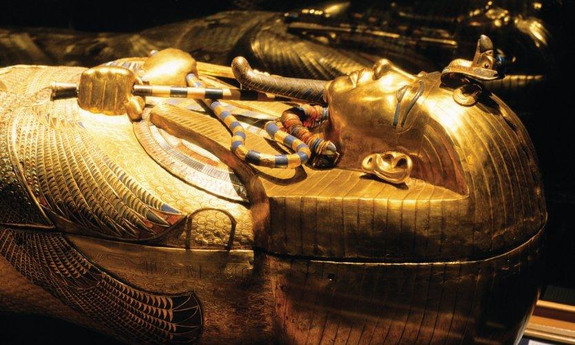 Trésor de Toutankhamon au Musée égyptien du Caire: le sarcophage en or.