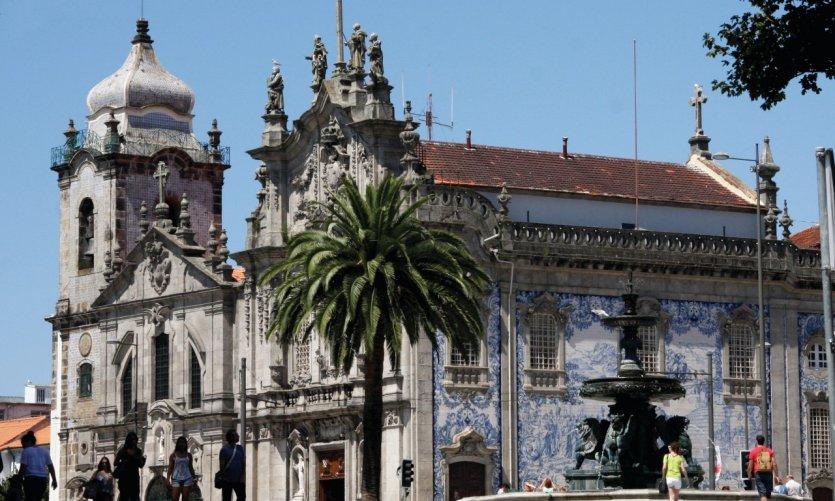Praça dos Leões (Place aux lions).