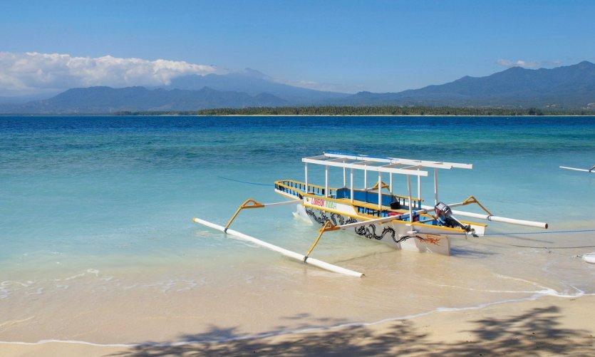 Pirogue dans l'archipel des Gili.
