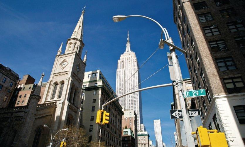 Empire State Building & 5th avenue