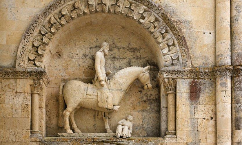 Statue équestre du portail nord de l'église Saint-Hilaire de Melle