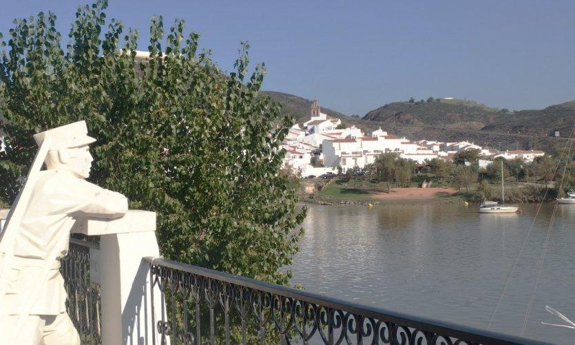 <p>Vue sur l'Espagne depuis Alcoutim.</p>