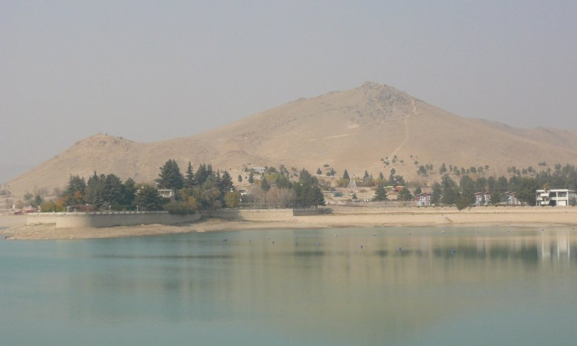 <p>A few kilometres from Kabul, the lake of Carghea, the Kaboulis promenade on Friday.</p>