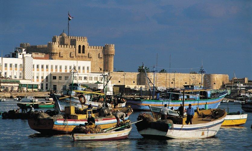 <p>Rade de Alejandría, el fuerte de Qaïtbay, en el fondo.</p>