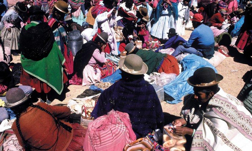 Mercado durante la fiesta de la Virgen de Urkupiña a Quillacollo.