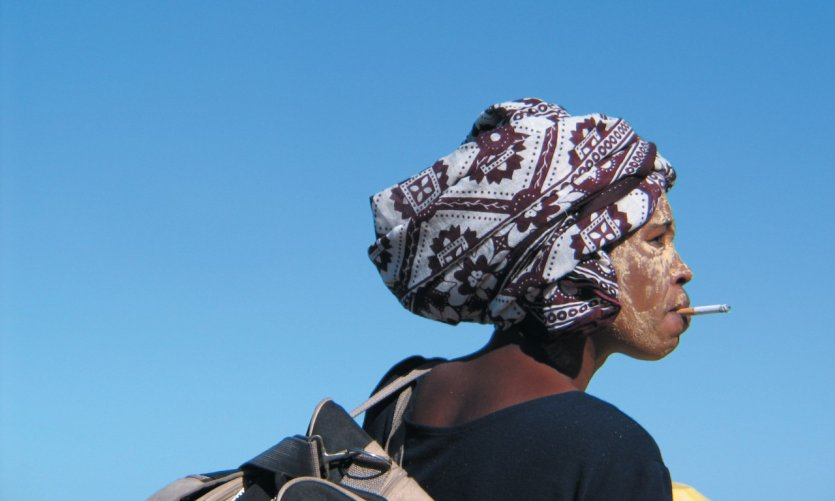 ¡Las máscaras tradicionales no impiden ser de moda, pardi! En Belo al mar