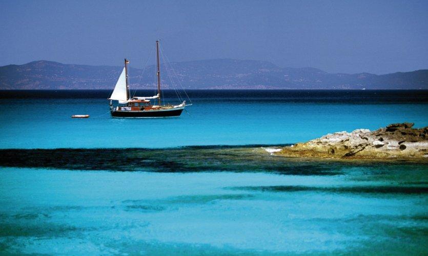 Voilier au large de Formentera.