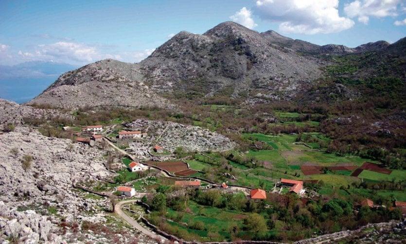 Paysage calcaire du Monténégro dans la région du lac de Skadar à la frontière avec l'Albanie.