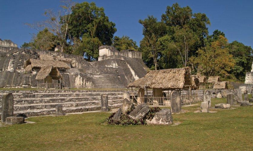 Acropole du site précolombien de Tikal.