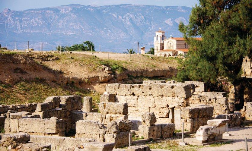 Ruines du temple d'Apollon sur le site de l'ancienne Corinthe.