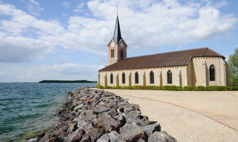 Eglise de Champaubert au bord du lac du Der