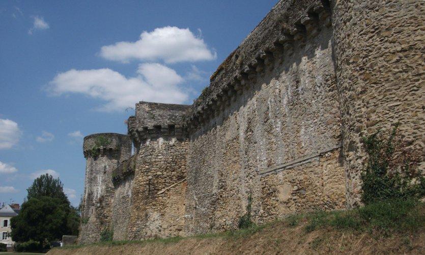Les remparts et la promenade Anne d'Alègre