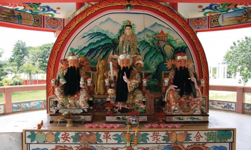 Gardiens barbus d'un temple bouddhiste.