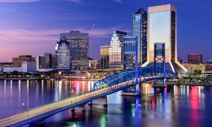 <p>Jacksonville al anochecer.</p>